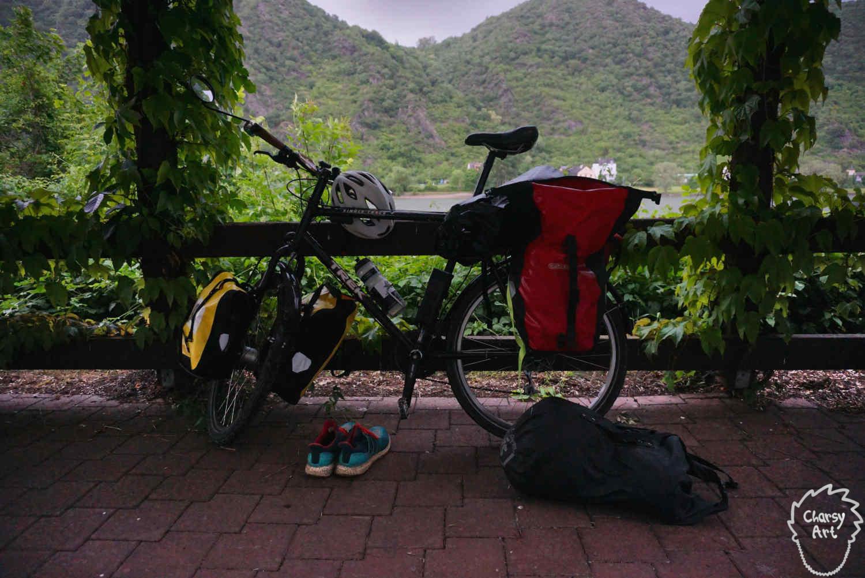 Mein Reise-Rad posiert am potenziellen Schlafplatz