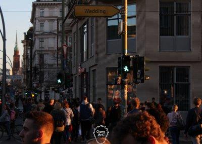 ... Dieser vollen Stadt mit vielen Menschen...